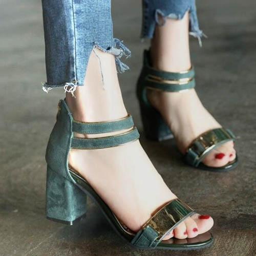 Tampilan berbeda high heels sandal dalam gaya Korea