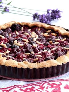 https://salzkorn.blogspot.com/2012/06/tarte-rustique-aux-cerises-et.html