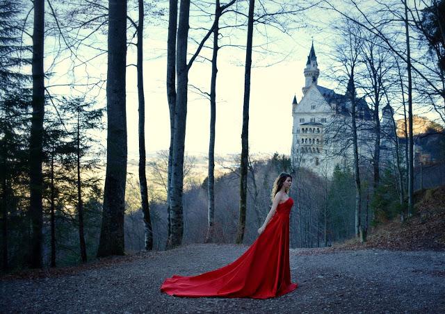My dress stories фотосессии в платьях в разных уголках мира платье замок Нойшванштайн