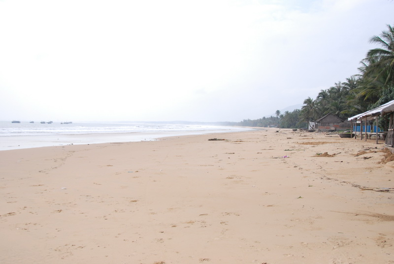 Bãi biển Long Thủy ở Phú Yên