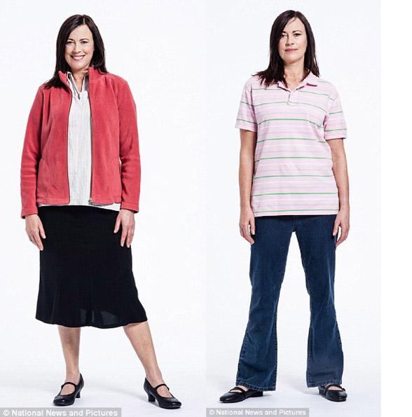 Женщина за 50 в старомодной куртке и юбке миди до середины икры, в мешковатых джинсах и растянутой футболке