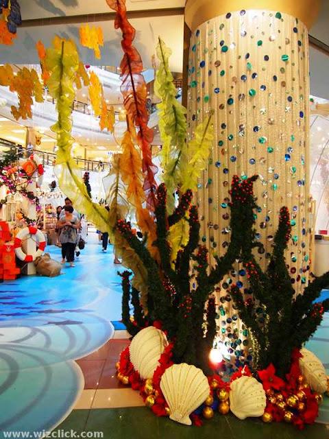 1 Utama pillar - Christmas decoration