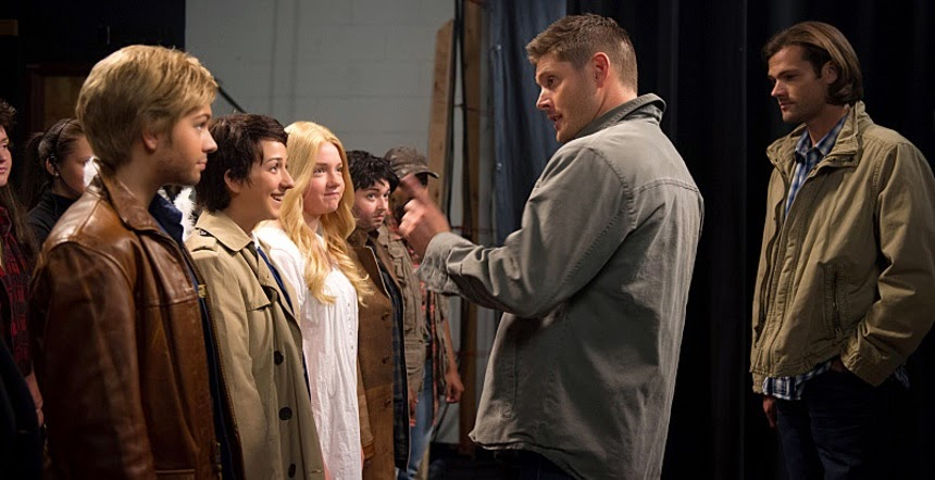 Supernatural S10E05. Dean anima a las chicas.