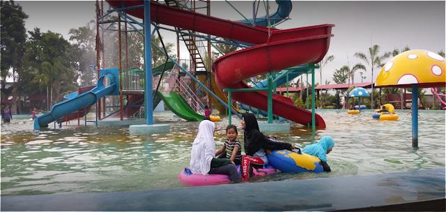 Cocok untuk liburan keluarga Dira Waterpark Kencong