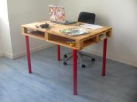 http://www.guiademanualidades.com/haz-un-escritorio-con-un-palet-30540.htm