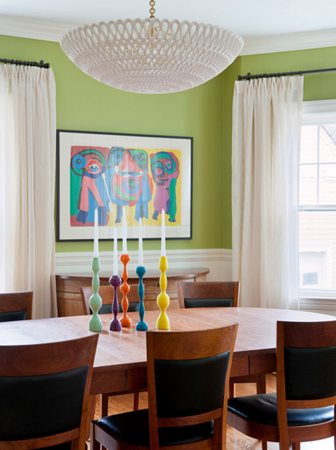 sala de jantar com parede verde