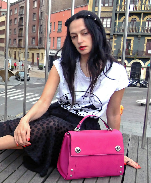 fashion, moda, look, outfit, blog, blogger, walking, penny, lane, streetstyle, style, estilo, trendy, rock, boho, chic, cool, casual, ropa, cloth, garment, inspiration, fashionblogger, art, photo, photograph, Avilés, oviedo, gijón, lady, skirt, falda, track, zapatos, shoes, fujiyama,