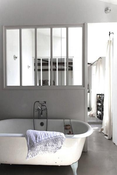 verrière salle de bain baignoire pate de lion