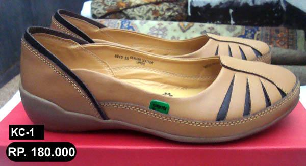 Sandal Merk Kickers Wanita