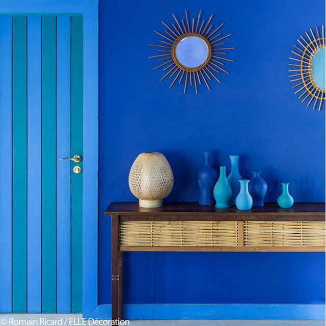 Blue decoration, © Romain Ricard, Elle Decoration  |  the Round Button blog