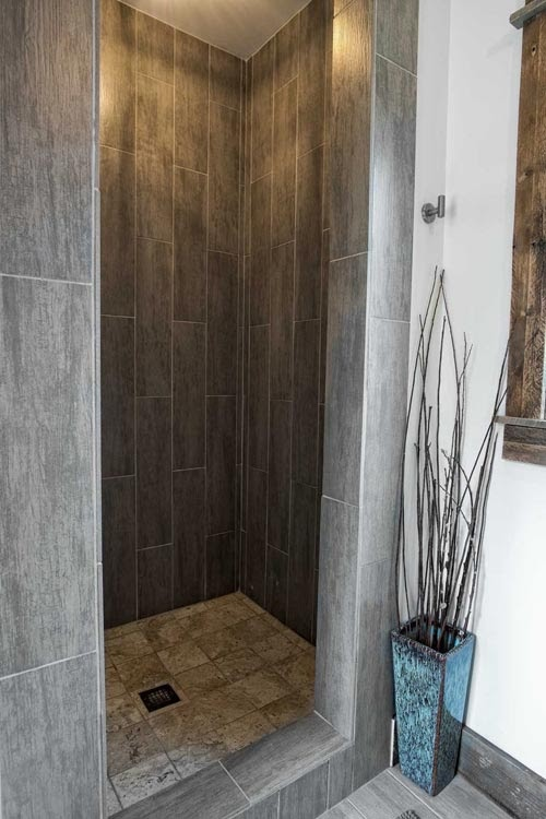 04-Shower-Room-Minimalist-Homes-Architecture-with-the-Minimalist-Container-Home-www-designstack-co