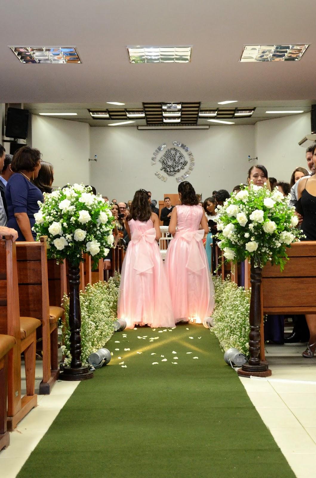 cerimônia - entrada daminhas - daminhas - damas - decoração igreja