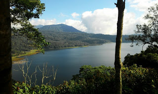 http://www.teluklove.com/2017/01/pesona-keindahan-wisata-danau.html
