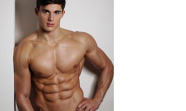 Chàng trai có cơ bắp 6 múi