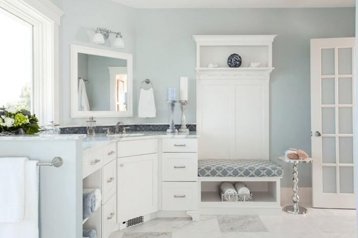 beyaz banyo dekorasyon örneği