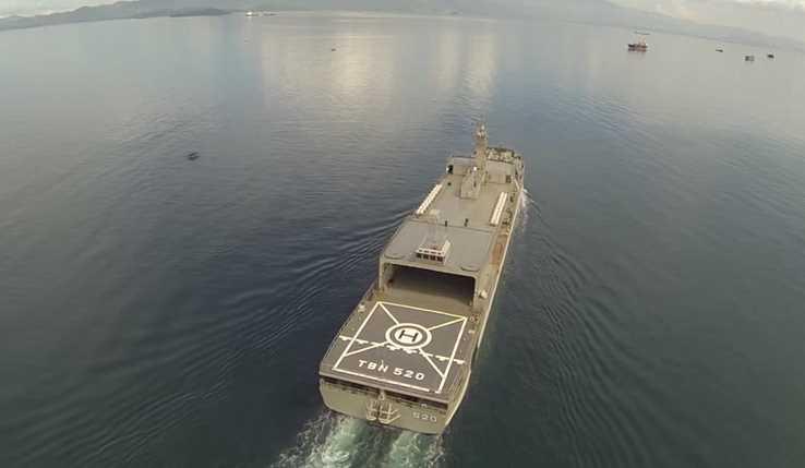 Gambar KRI Teluk Bintuni 520 TNI AL