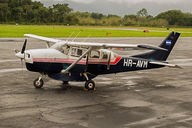 Single prop Cessna airplane
