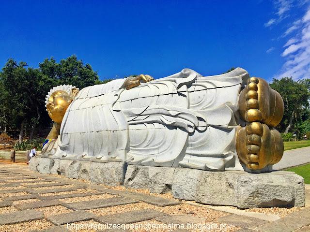 Buddhas dourados, Escadaria Principal, Bacalhôa Buddha Eden