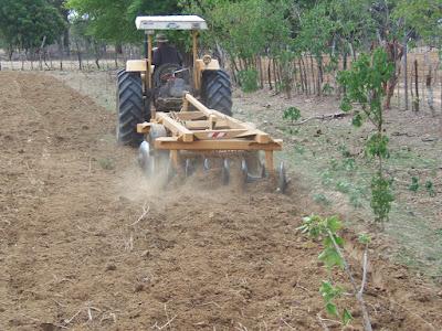 Resultado de imagem para corte de terra para agricultores em piancó