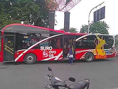 wisata surabaya naik suroboyo bus