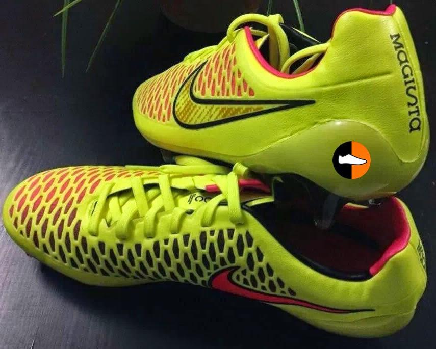201dcc7d3790f La firma estadounidense NIKE ha presentado el pasado mes un revolucionario  modelo de calzado futbolístico. Se trata de las nuevas botas Magista que ...