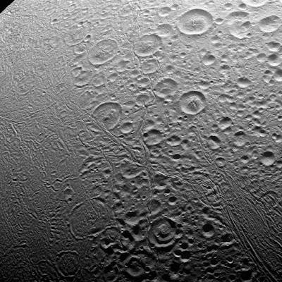 بعثة كاسيني ترسل معلومات جديدة حول سادس أقمار كوكب الزحل