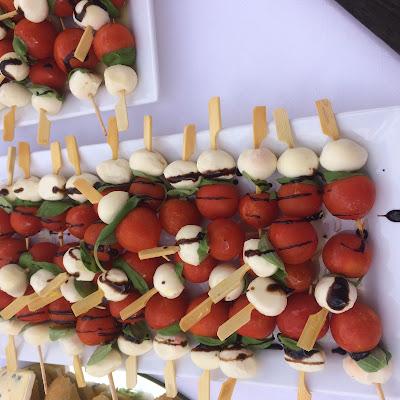 Fingerfood Caprese Herbst-Hochzeit in den Bergen, Lila, Orange, Riessersee Hotel Garmisch-Partenkirchen, Bayern, Autumn wedding in Bavaria, Lilac and Orange