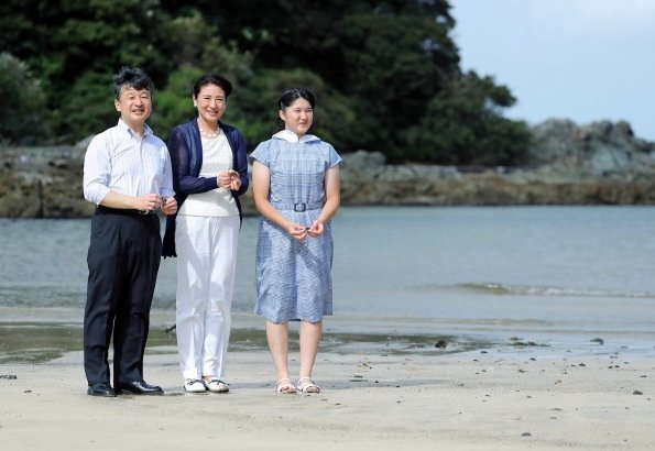 Crown Prince Naruhito, Crown Princess Masako and Princess Aiko arrived at the Suzaki Imperial Villa in Shimoda for the summer holidays