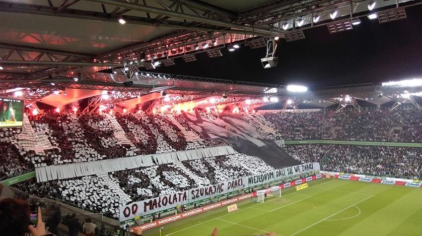 Kolorowy luty na trybunach stadionu Legii - fot. Tomasz Janus / sportnaukowo.pl