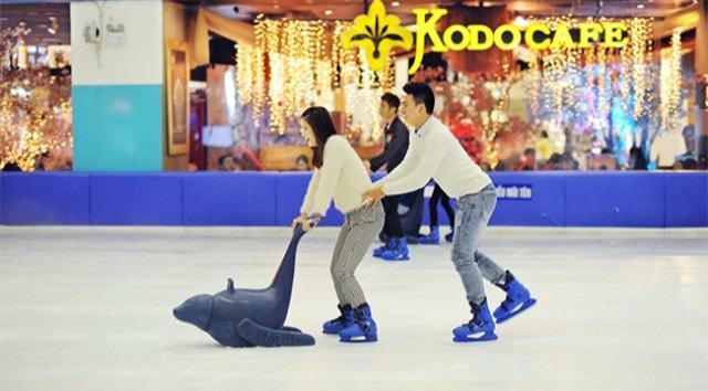 Thỏa sức đam mê với sân trượt băng Royal City Ice Rink