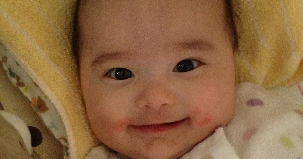 小秋的生活日記: [365-287] 咳嗽打噴嚏但精神很好的嬰兒