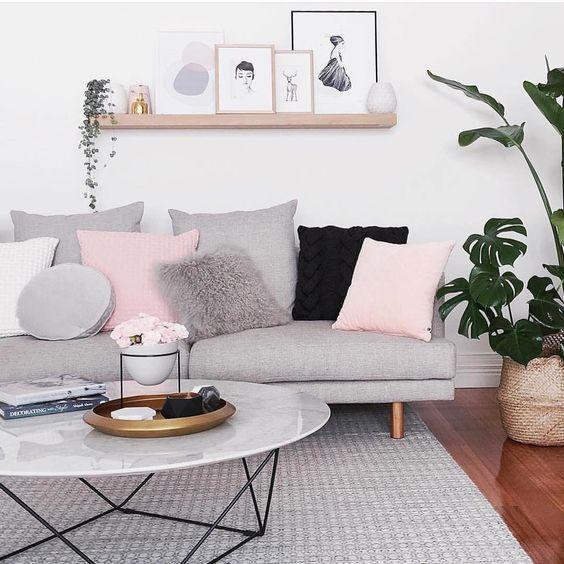 Salón decorado en color rosa