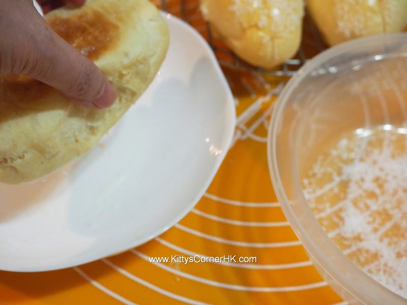 Desiccated Coconut Cream Bun DIY recipe 椰絲奶油包 自家烘焙食譜