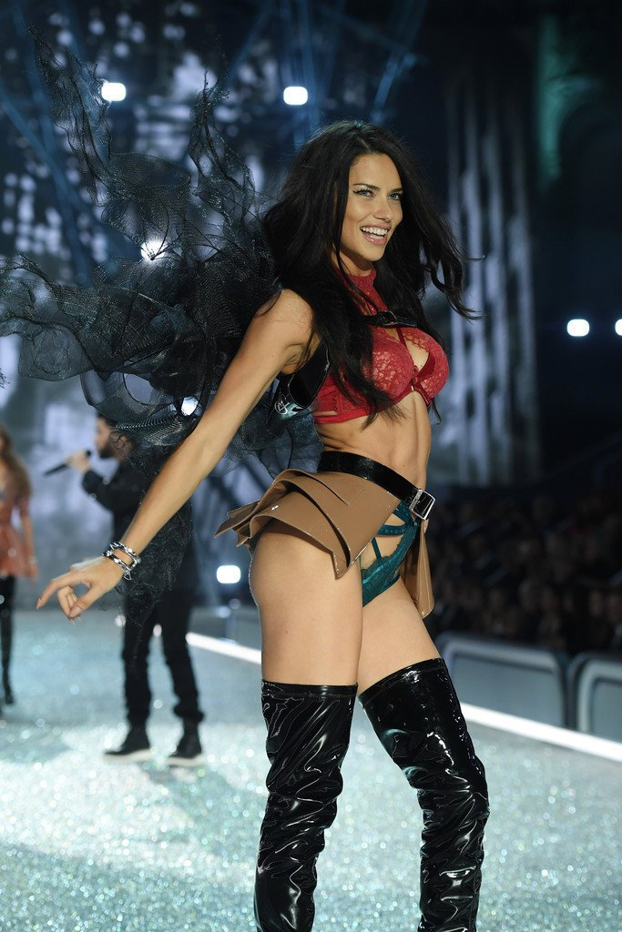 Adriana Lima – 2016 Victoria's Secret Fashion Show in Paris