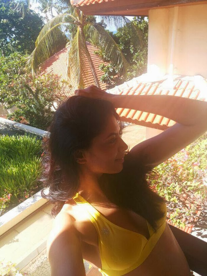 Actress Kavita Kaushik In Bikini Hot Photos F.I.R fame