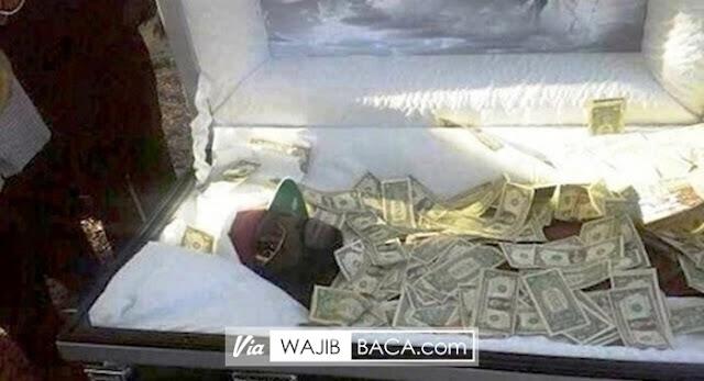 Pria ini Minta Dikubur Bersama Dengan Uang Rp 750 Juta, Alasannya Bikin Melongo!