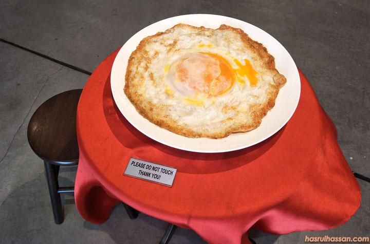 Replika telur mata kerbau terbesar