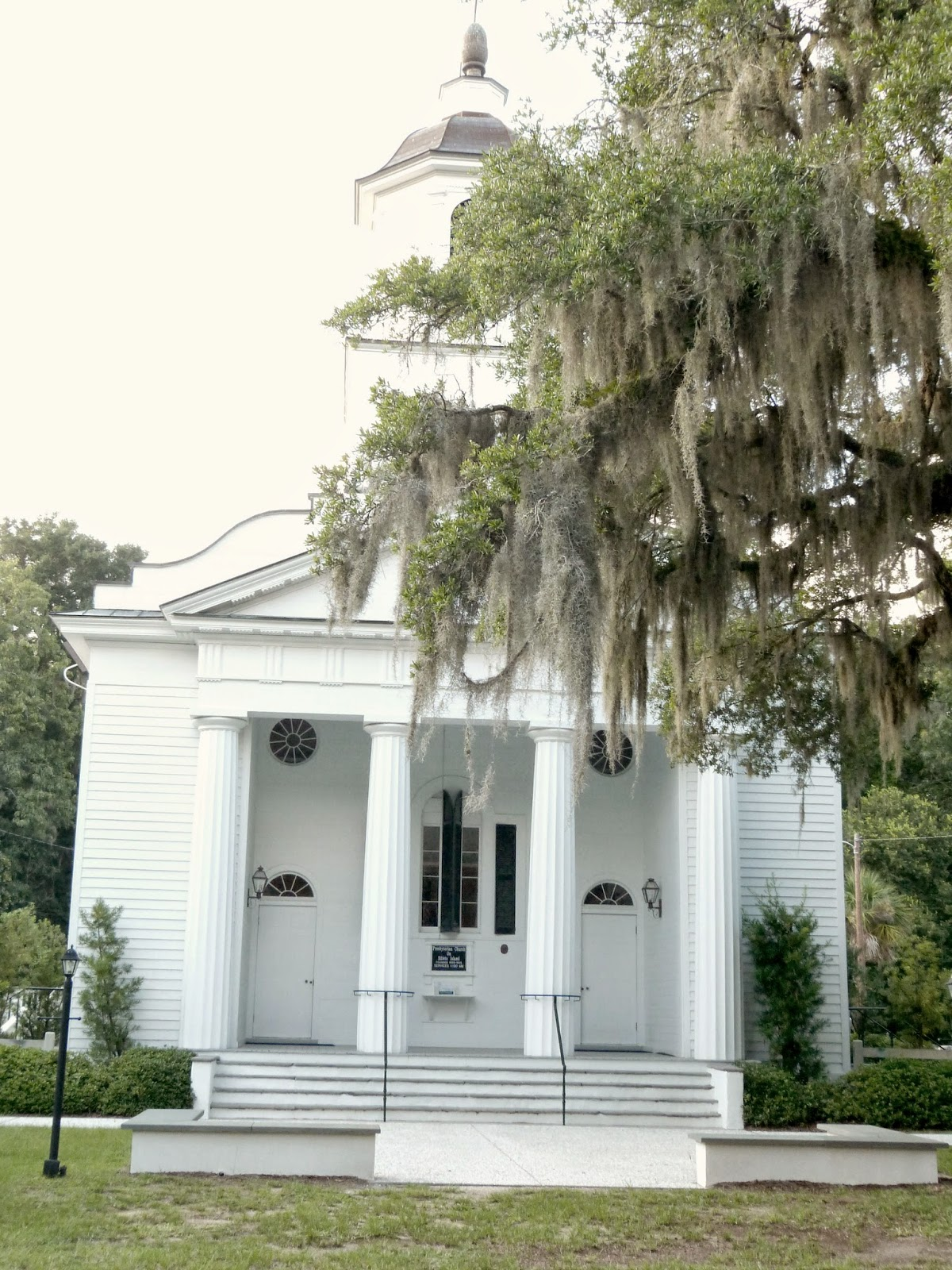 Edisto Presbyterian Church: Live Oaks, Southern History, and the Ghost of Julia Legare | CosmosMariners.com