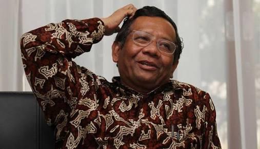 Lucunya Pengacara Novanto Hingga Buat Mahfud MD Tertawa