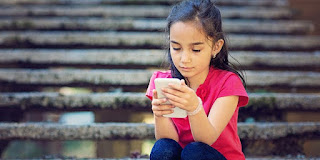 The Negative Impact Of Playing The Cellphone For Too Long On The Child's Brain - Healthy T1ps