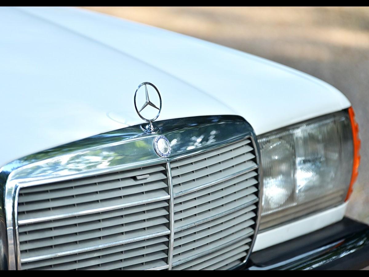 https://www.historics.co.uk/buying/auctions/2018-09-22/cars/ref-88-1982- mercedes-benz-280-te-estate/