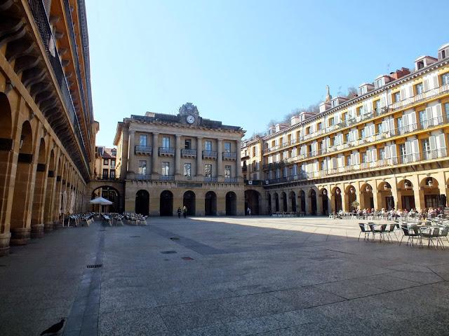 plaza del ayuntamiento en San Sebastián