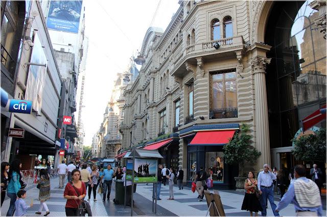 Calçadão de lojas em Buenos Aires