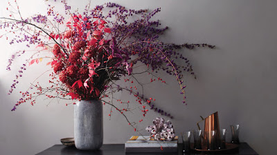 Agregar plantas y flores siempre da vida a los espacios.