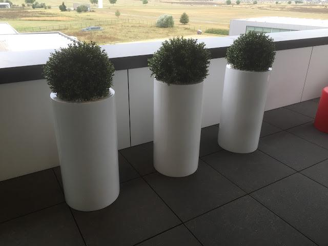 Plantenbak kopen in hout pvc plastic polyester steen staal steigerhout cortenstaal kunststof