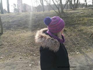 Prosta czapka z pomponem i komin