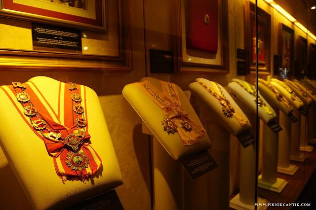 aksesoris kerajaan di Royal Gallery Sultan Abdul Aziz