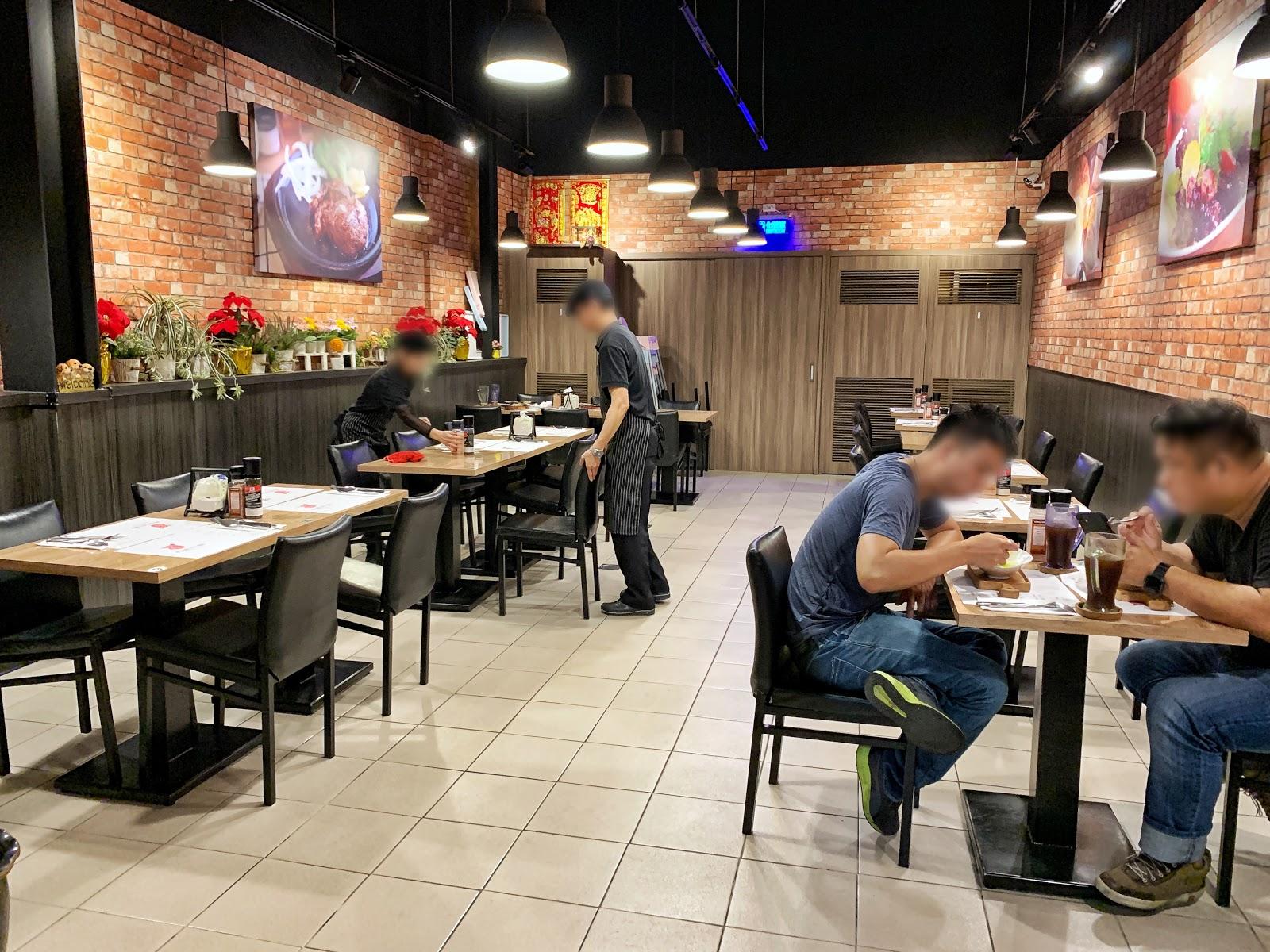 台南中西區美食【丹妮牛排】用餐區