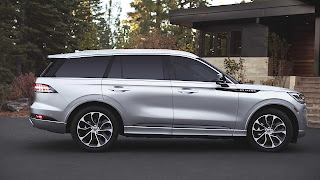 Lincoln Aviator Luxury SUV