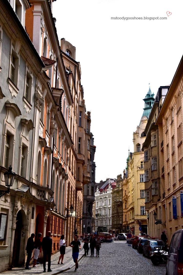 Beautiful Old Town in Prague| Ms. Toody Goo Shoes #prague #oldtownprague #danuberivercruise